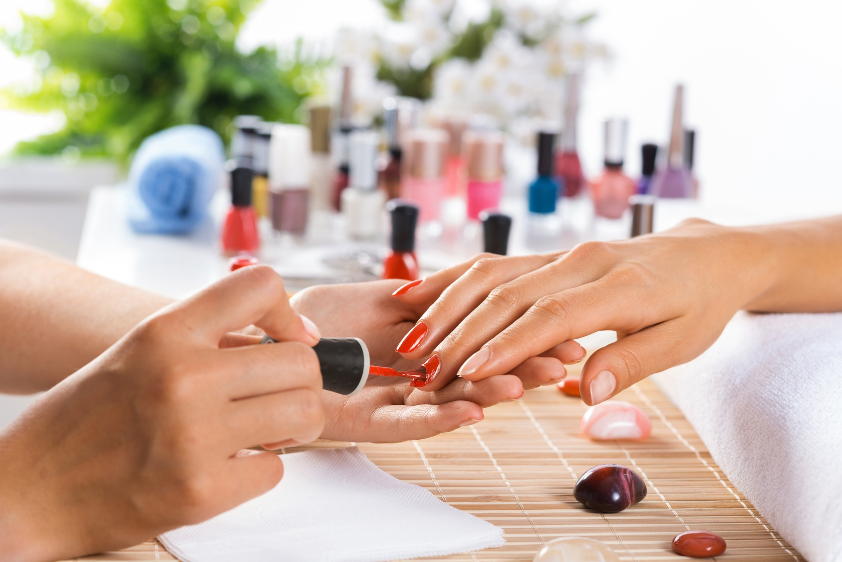 Why do you need to opt only for the best beauty salons for Nail salon hours